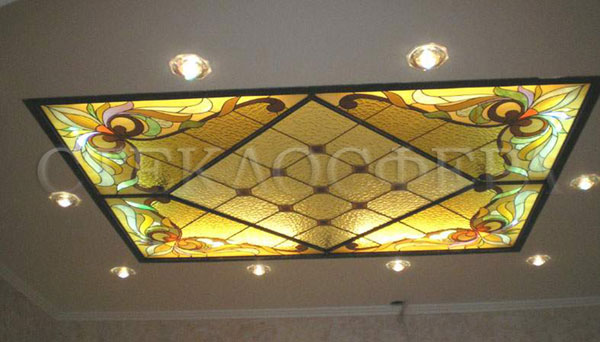 Витражные потолки, витражи на потолок (потолочные витражи). Витраж в алюминиевой раме с классическим рисунком