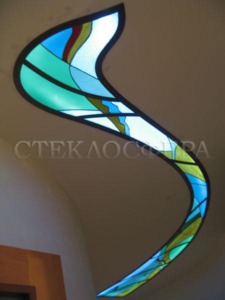 Витражные потолки, витражи на потолок (потолочные витражи). Витраж на потолке коридора в лекальной алюминиевой раме