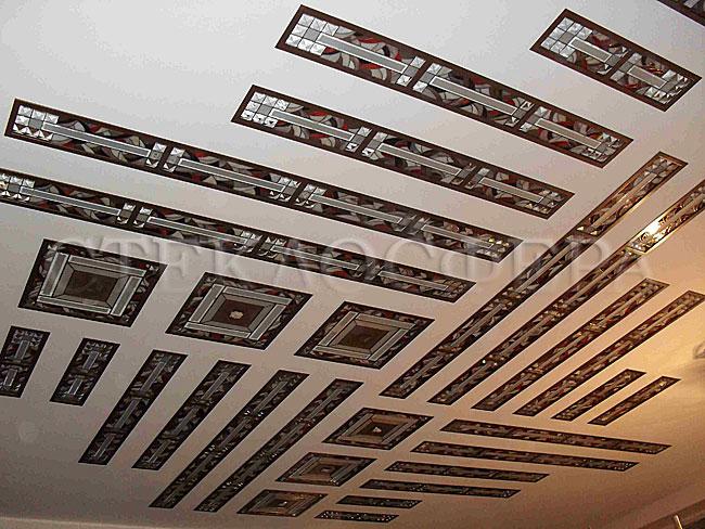 Витражные потолки, витражи на потолок (потолочные витражи). Потолок с рисунком из витражных вставок