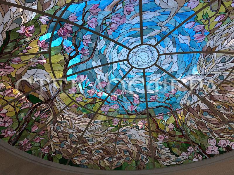 Витражные потолки, витражи на потолок (потолочные витражи). Витражный купол «Белые павлины»