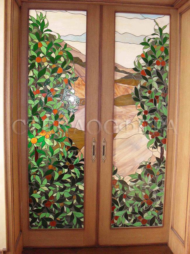 Стеклянные двери (с витражами), витражи для дверей на заказ в Москве. Витраж «апельсиновая роща» в двустворчатой двери