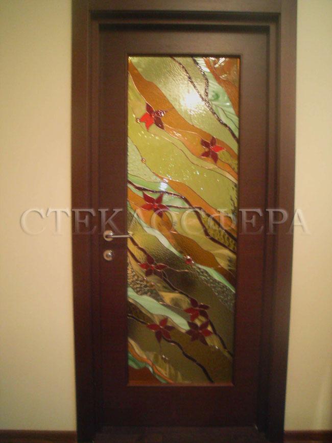 Стеклянные двери (с витражами), витражи для дверей на заказ в Москве. Витражная дверь «красные нарциссы»