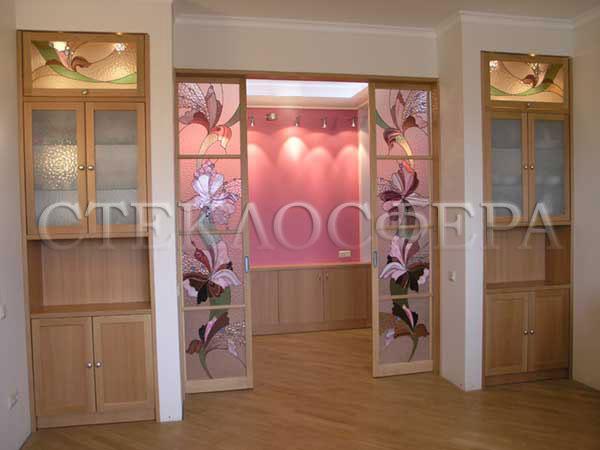 Стеклянные двери (с витражами), витражи для дверей на заказ в Москве. Раздвижные двери, витражный рисунок «Розовые орхидеи»