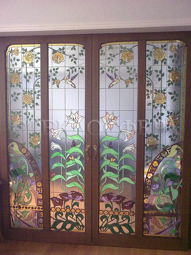 Стеклянные двери (с витражами), витражи для дверей на заказ в Москве. Раздвижные витражные межкомнатные двери в стиле Флора