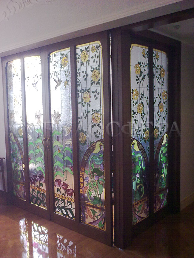Стеклянные двери (с витражами), витражи для дверей на заказ в Москве. Раздвижные межкомнатные двери с витражным рисунком