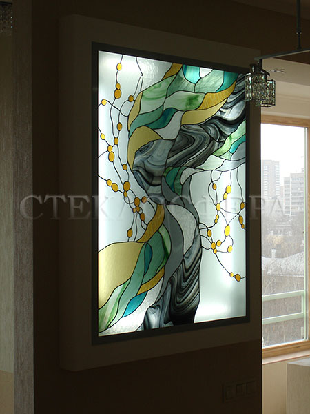 Оформление ниши, витраж в нишу, дизайн ниши в стене. Автороский витраж «Янтарный смерч»