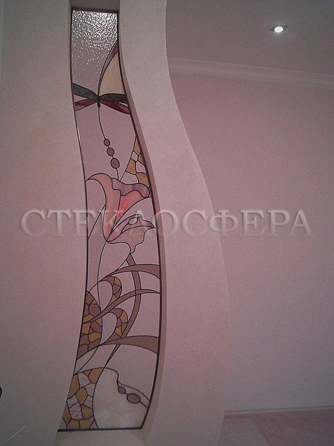 Оформление ниши, витраж в нишу, дизайн ниши в стене. Витражная ниша с цветочной композицией