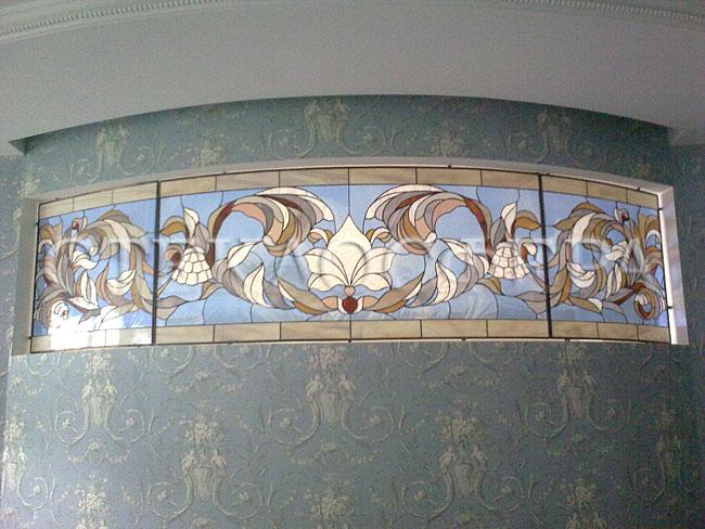 Оформление ниши, витраж в нишу, дизайн ниши в стене. Витражная вставка в комнате, матовое покрытие