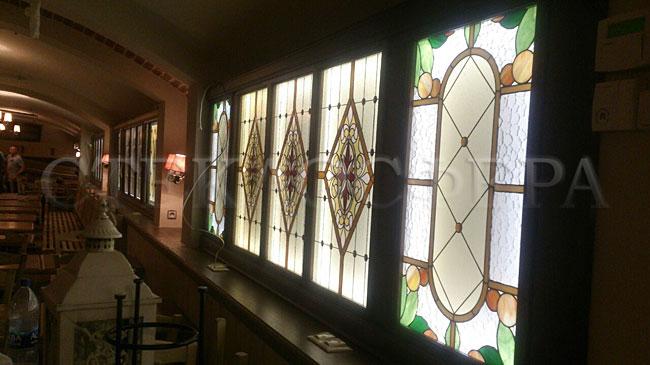 Оформление ниши, витраж в нишу, дизайн ниши в стене. Витражные ниши с подсветкой в деревянном пенале