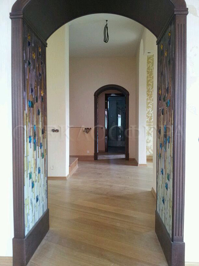 Сувениры и изделия из художественного стекла, производство эксклюзивных стеклянных сувениров. Витражная арка - цветное художественное стекло
