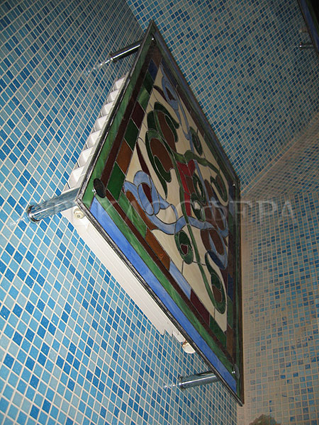 Сувениры и изделия из художественного стекла, производство эксклюзивных стеклянных сувениров. Витражный экран радиатора отопления