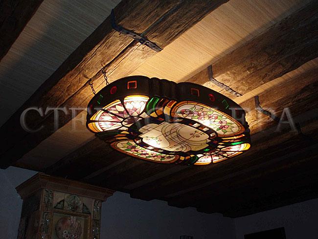 Сувениры и изделия из художественного стекла, производство эксклюзивных стеклянных сувениров. Кованый светильник с витражами в технике «тиффани + фьюзинг + роспись»