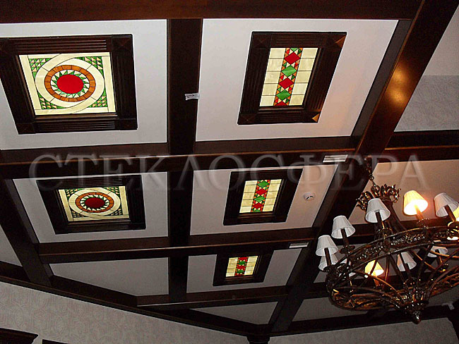 Сувениры и изделия из художественного стекла, производство эксклюзивных стеклянных сувениров. Витражные декоры кессонного потолка