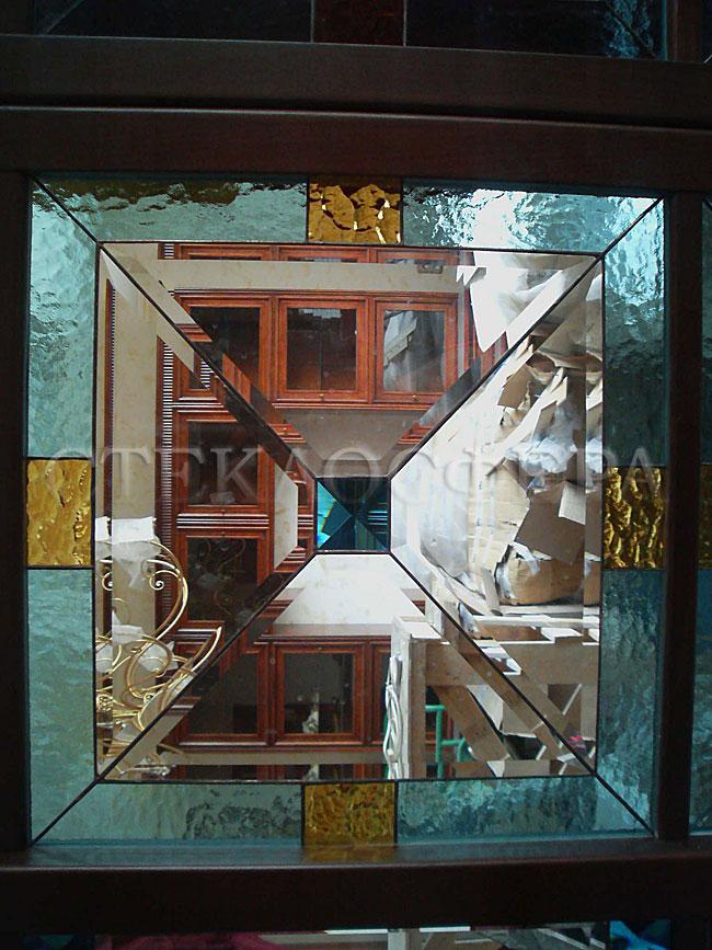 Сувениры и изделия из художественного стекла, производство эксклюзивных стеклянных сувениров. Витраж из фактурного стекла и фацетных вставок