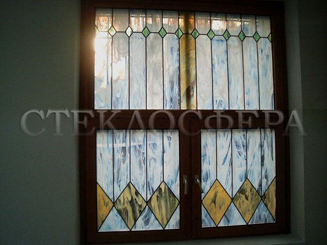 Витражи на окна. Купить витражные окна в Москве. Геометрический витраж окна в техническом помещении