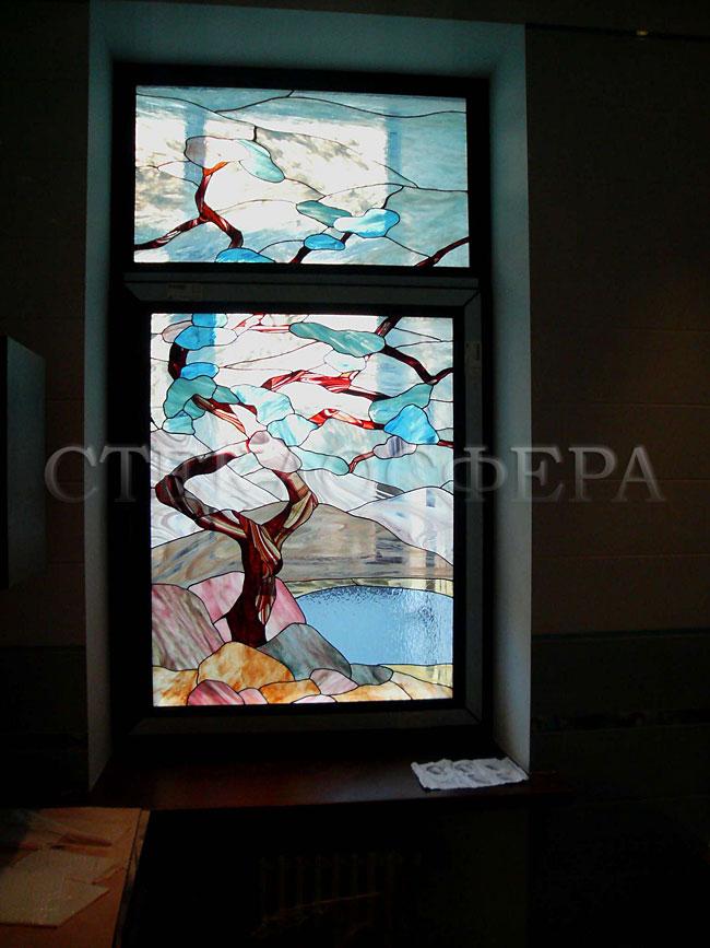Витражи на окна. Купить витражные окна в Москве. Окно с витражом «Древо туманов» со стилизованным рисунком