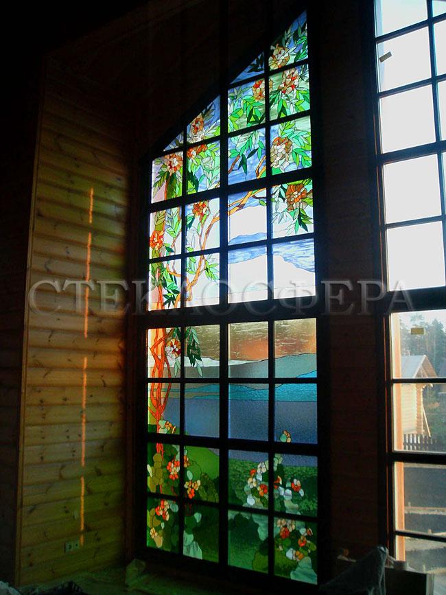 Витражи на окна. Купить витражные окна в Москве. Витраж «Сад» на остеклении 6-метровой стеклянной стены загородного дома