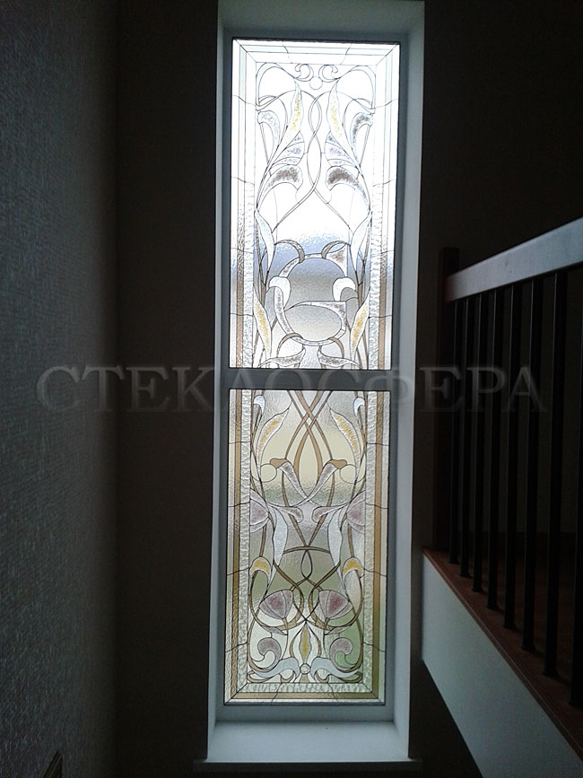 Витражи на окна. Купить витражные окна в Москве. Окно с классическим витражным стеклом