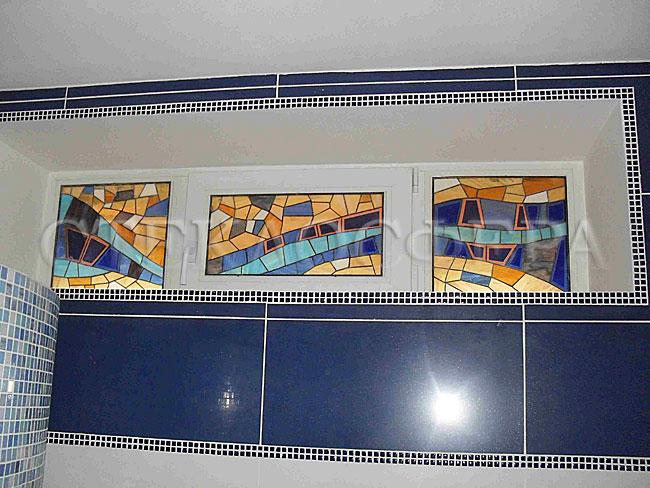 Витражи на окна. Купить витражные окна в Москве. Витражное декорирование технологических ниш и вентиляционного окна в бассейне