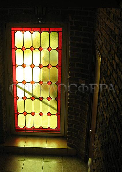 Витражи на окна. Купить витражные окна в Москве. Витражное окно с геометрическим орнаментом и фацетами