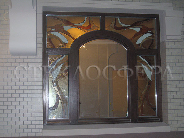 Витражи на окна. Купить витражные окна в Москве. Окно коттеджа с витражом в стиле «Модерн»