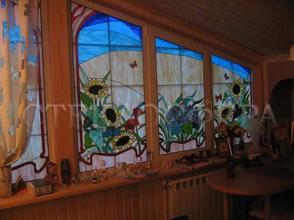 Витражи на окна. Купить витражные окна в Москве. Витражное окно внутри здания